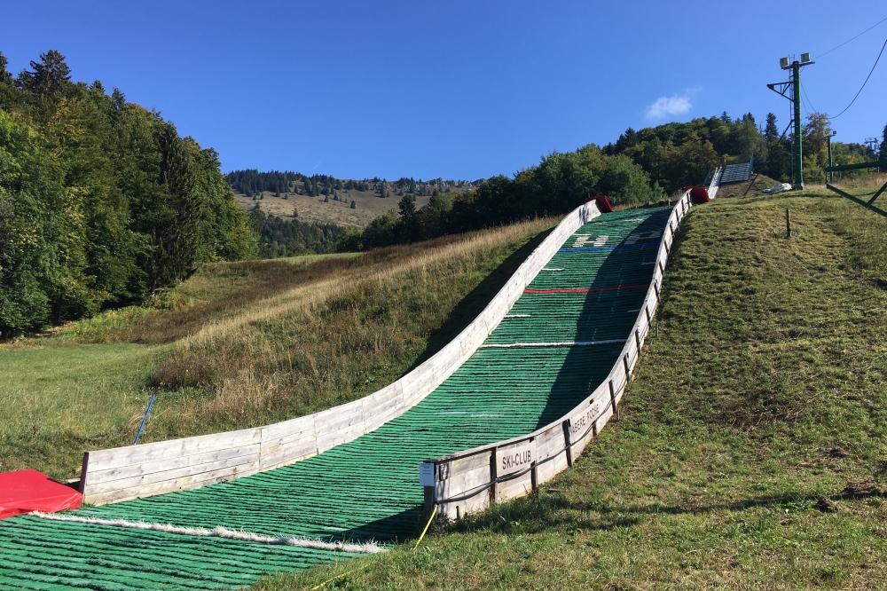 Un trempli de saut à ski